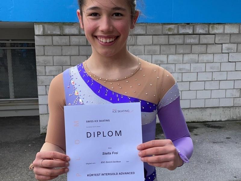 Eiskunstlauf: Stella besteht die Inter Gold Advanced Prüfung!