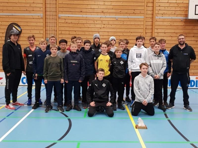 Unihockey: Jhonan Meier und Milo Enzler gewinnen mit dem Kantonalkader U15 die Grischa Challenge