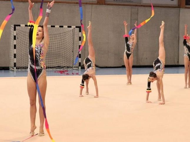 Rhythmische Gymnastik: Mila erreicht mit der Schweizer JEM-Gruppe den zweiten Rang hinter Russland.